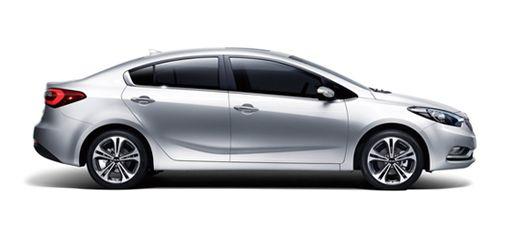 기아자동차 K3는 전륜구동의 장점을 극대화한 숏 후드 스타일을 채용한 것이 눈에 띈다. A필러 시작 부분이 앞문 절개 부위보다 앞쪽에 있는 것을 확인할 수 있다.