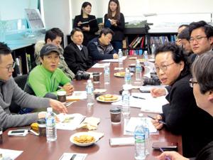 지난 2월 20일 첫 설계 회의. 김병만은 건축 과정이나 도면에 익숙하지 않은 일반인이 쉽게 설계에 참여할 수 있는 방법을 요청했다.