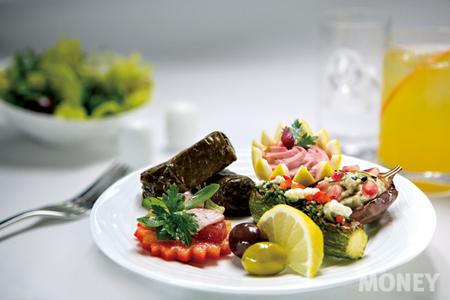 에미레이트항공의 아랍 스타일 요리.