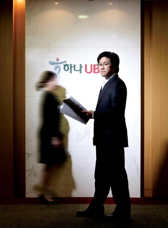 리먼 브러더스 사태 계기로 부양책 수혜주 집중 편입해 '대박'