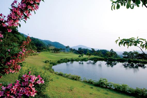 하늘 계곡에서 즐기는 아늑함과 편안한 골프