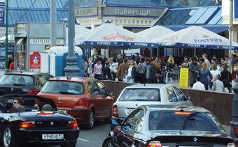 '일자리 빼앗겼다'…외국인 집중 공격