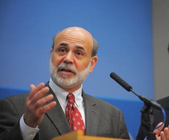버냉키 미 FRB 의장은 누구도 예측하지 못한 시기에 금리를 기습 인상해 시장을 바짝 긴장시켰다.