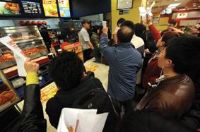 중국이 1분기 11.9% 고성장하면서 외국 기업의 내수시장 공략이 빨라질 전망이다. KFC 중국 매장 사진.