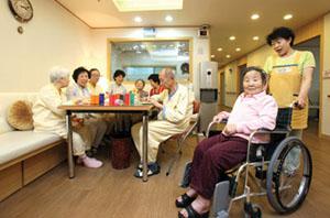 노년층 나홀로족을 위한 요양 서비스도 확대되는 추세다.