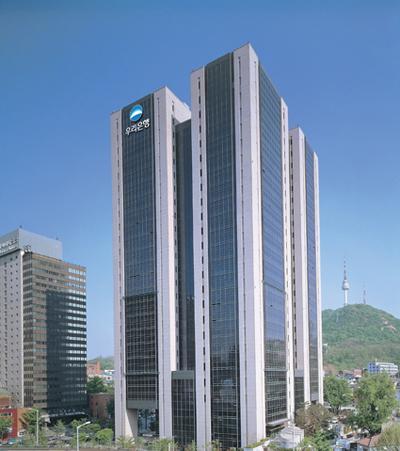 정부가 메가뱅크 탄생에 강력한 의지를 보이면서 은행권 M&A가 가속화되고 있다. 사진은 우리은행 본점.
