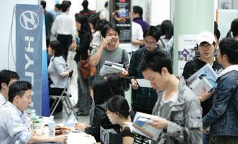 정부는 기존 실업률 통계의 보조 자료로 활용할 수 있는 지표를 개발하고 있다.