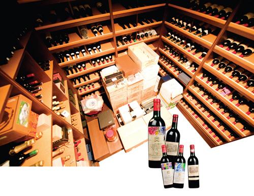 외국 생활을 하며 맛을 들인 와인. 그의 와인 저장고에는 보르드 1등급 와인들이 빈티지별로 보관돼 있다.