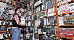 국민도서관 책꽂이는 장웅 아이에스비앤숍 사장이 고안안 한국형 공유경제 모델이다.
