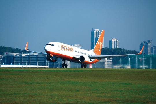 국내 저비용 항공사의 선두 주자인 제주항공은 지난해 국내선과 국제선을 합해 38%의 높은 성장률을 기록했다.