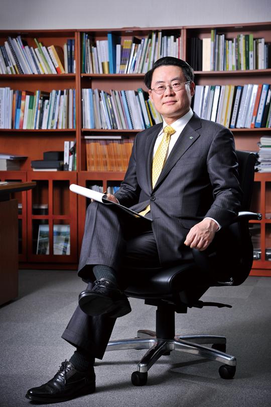 """김재수 한국농수산식품유통공사 사장 """"농어업과 식품산업 동반 성장에 주력"""""""