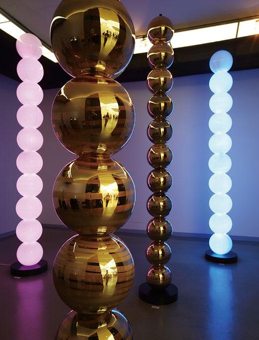 ILLUSION, Glass·Light·Steel, 가변설치,  높이 300cm, 2016년