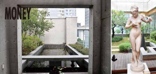 건물 8층에 위치한 옥상정원에는 화장품과 향수의 원료가 되는 소나무, 자작나무, 히어리, 천리향 등이 심겨져 있다.(좌측) 유상옥 회장의 집무실에서 내다본 풍경. 전면의 조각상은 유상옥 회장이 가장 사랑하는 작품으로 꼽은 것이다. (우측)