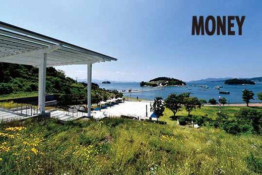 여수 예울마루에서 바라본 전경. 공연장과 바다가 인접해 있는 친수 공간이 특징이다.
