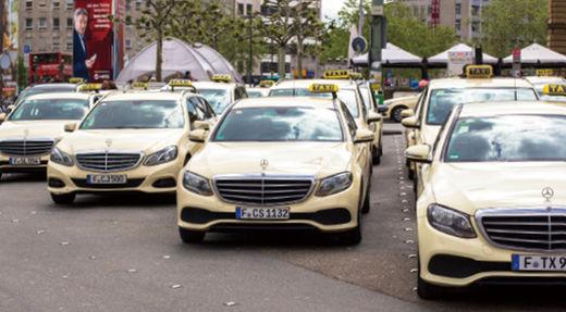 하노버의 택시는 대부분 중형 벤츠다. 독일에는 우버 영업이 불법인 대신 택시가 발달해 왔다.