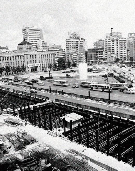 서울지하철1호선 건설공사에 참여해 서울 교통난 해소에 기여했다./ 롯데건설 제공