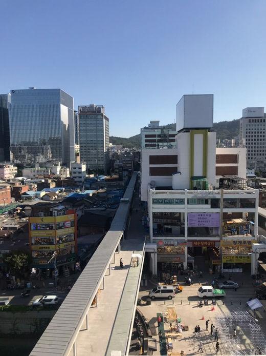 서울 도심을 가로지르는 세운상가에는 젊은 인구의 유입이 늘었다.(/이명지 기자)