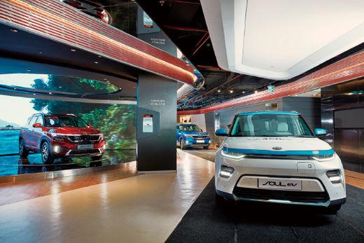 기아자동차는 10월 10일(현지시간) 인도 구르가온의 복합 상업시설 'DLF 사이버 허브'에 기아차 브랜드 체험 공간 '비트 360 델리'를 개관했다고 밝혔다.(/기아자동차)