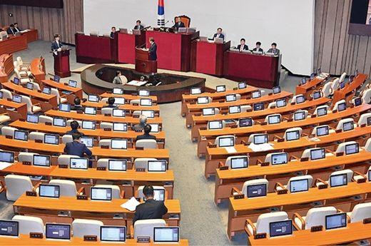 국회 교육·사회·문화에 관한 대정부 질문이 열린 10월 1일 본회의장 의원석이 거의 비어있다. /서범세 기자