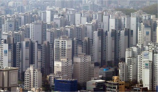 부동산 규제에 가계 여윳돈 전년보다 늘어