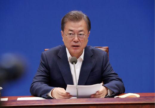 문재인 대통령이 청와대에서 3월 19일 열린 코로나19 대응 논의를 위한 1차 비상경제회의에서 발언하고 있다.