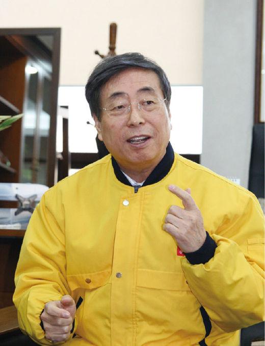 박정부 아성다이소 회장, 오프라인 침체 속 매출 2조원 돌파