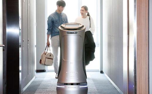 KT와 현대로비틱스가 개발한 호텔 서비스 로봇