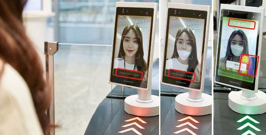 """""""마스크 착용자만 문 열어드립니다""""LG CNS는 코로나19 확산 방지를 위해 서울 마곡 본사 일부 출입 게이트에서 '인공지능(AI) 얼굴 인식 출입 통제 서비스'를 활용해 마스크를 착용한 임직원만 통과시키는 서비스를 시작했다. 눈·코 주변 생김새를 집중적으로 분석해 사람을 구별할 수 있는 AI 얼굴 인식 기술로 직원 신분을 판독하고 마스크 착용 여부도 판단한다. 마스크를 쓰지 않거나 턱이나 입에만 걸치는 것을 모두 분석해 """"마스크를 착용해 주세요""""라는 문구를 띄우고 게이트를 열어주지 않는다. 열 감지 기능을 추가해 체온이 37.3도 이상이어도 입장할 수 없다. 마스크를 완벽하게 착용하고 정상 체온인 경우에만 출입 게이트를 열어준다. /LG CNS 제공"""