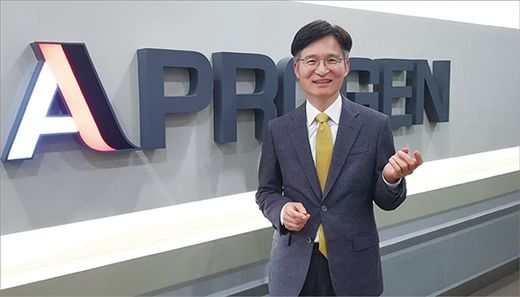 2019년 말 국내 11번째 유니콘 기업에 오른 바이오시밀러 제조업체 에이프로젠의 김재섭 대표. 현재 국내 유니콘 기업은 모두 11개다. /한국경제신문