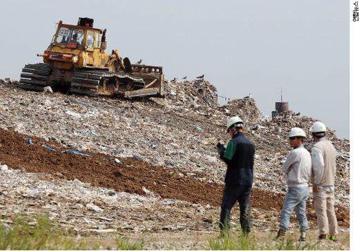 인천시 서구 수도권 매립지에 산처럼 쌓여 있는 쓰레기./ 연합 뉴스