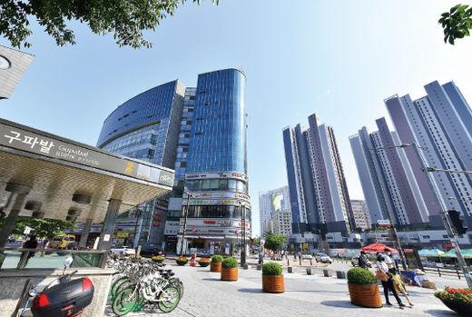 지하철 3호선 구파발역 앞에 들어선 상권./ 서범세 기자