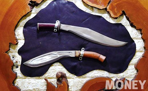 이 대표가 직접 제작한 칼.