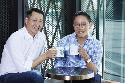 지난 6월 현대카드와 스타벅스의 PLCC 출시를 위한 파트너십 조인식 현장. 정태영(오른쪽) 현대카드 부회장과 송호섭 스타벅스 대표가 함께했다.