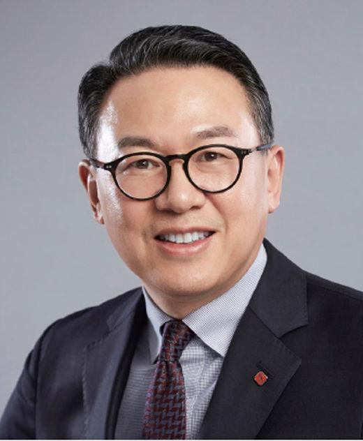 이동우 롯데지주 사장, 창사 이후 첫 비정기 그룹 경영진 인사…롯데지주 새 대표 선임