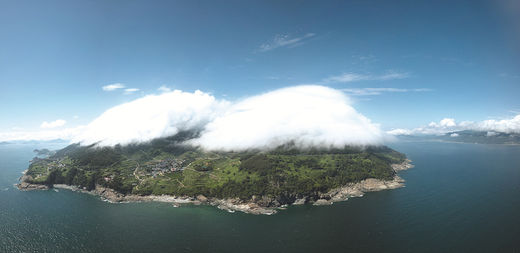 구름이 내려앉은 남해 가천다랭이마을.