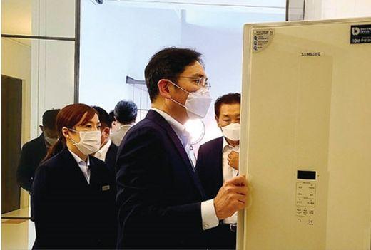 """이재용 삼성전자 부회장, """"매장 가봅시다""""…삼성 디지털프라자 '깜짝 방문'"""