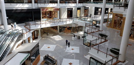 10월 9일(현지 시간) 워싱턴D.C. 인근 타이슨스코너 쇼핑몰. 콜럼버스 데이 연휴를 앞둔 대목이었지만 코로나19의 여파로 쇼핑몰은 한산했다./주용석 특파원