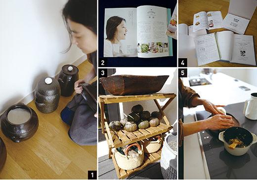 1 방 한켠의 옹기에서 소금을 꺼내는 이재련, 저장성이 좋은 옹기를 애용한다. 2 일본 잡지에 소개된 이재련, 한국식 마크로비오틱을 소개하는 일에 열심이다. 3 발코니 한켠에 대기 중인 제철 식재료들 4 도쿄의 마크로비오틱 강의 자료들 5 딱 먹을 만큼만 무쇠 솥에 지은 현미밥