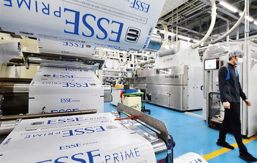 담배 제조와 포장 등 모든 생산 과정은 자동으로 진행된다.