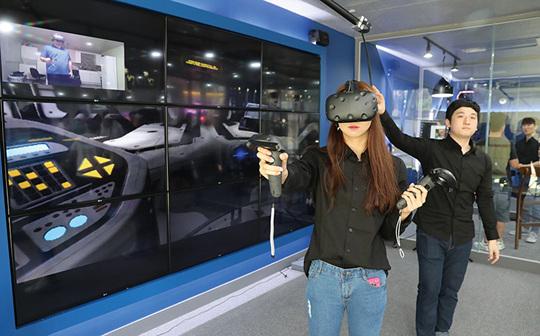 '체감형 VR방'으로 여는 2017년
