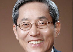 [100대 CEO]윤종규 KB금융지주 회장, 푸르덴셜 인수…'비은행·글로벌' 총력전